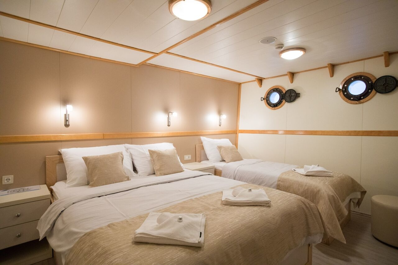 Double Cabin with Porthole