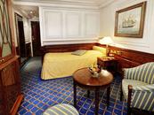 Upper-/lower-bed cabin (F)