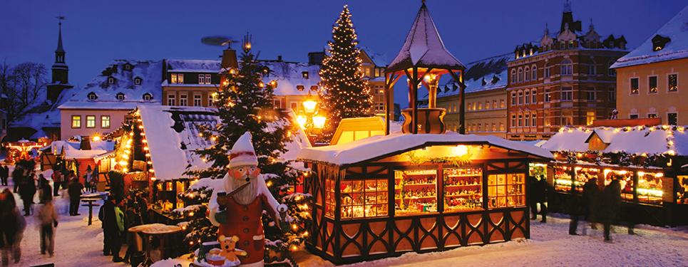 Budapest Christmas Market 2018.Christmas Markets Uk And Europe Hays Travel