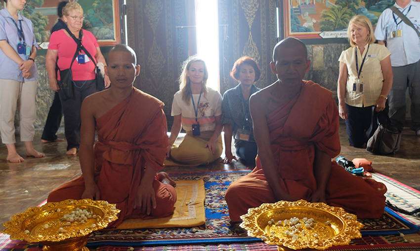 Oudong Buddha Blessing