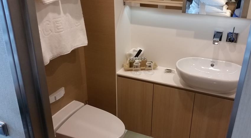 Scenic Deluxe Balcony Suite Bathroom