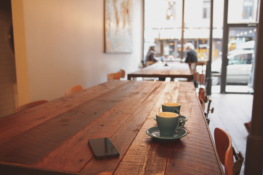 Cafe Smartphone