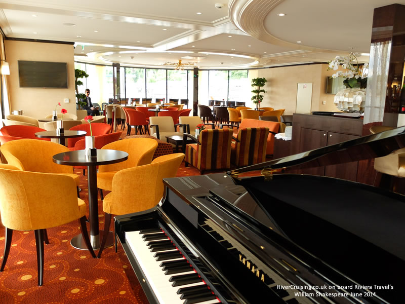 riviera travel globe lounge