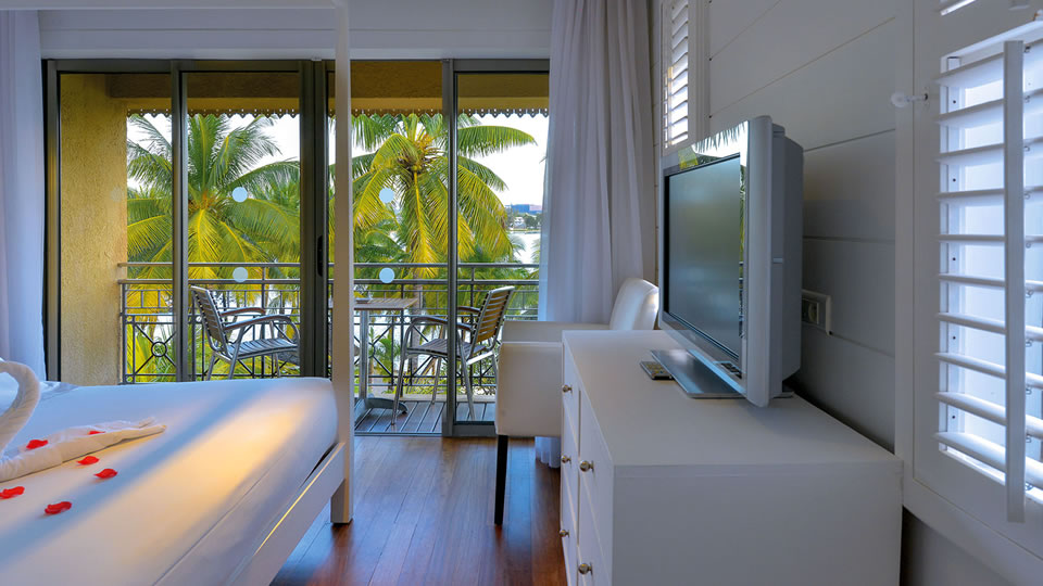 Le Mauricia Honeymoon Suite