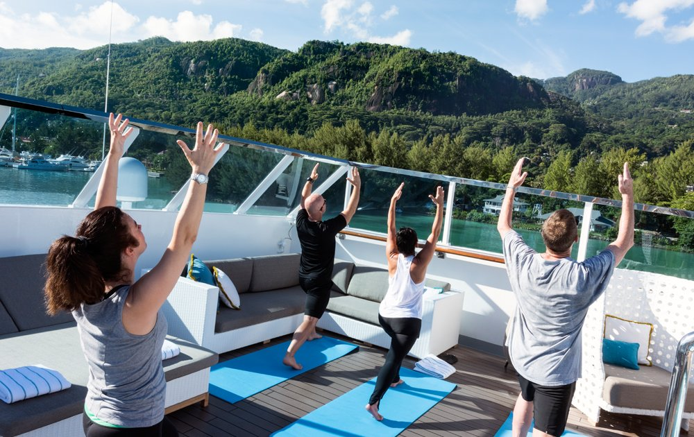 Yoga Deck de crystal Yacht Cruises