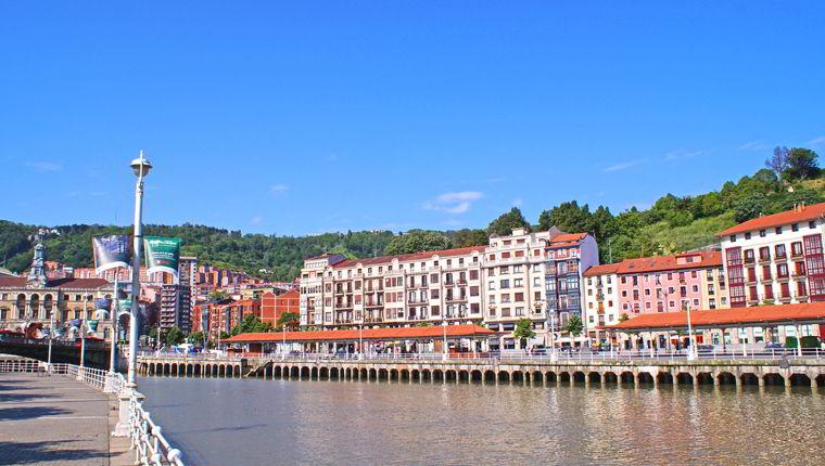 Cruceros por Bilbao, España