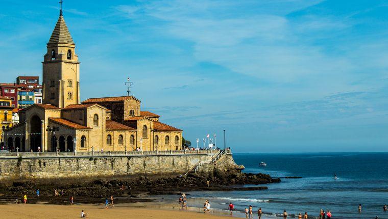 Cruceros por Gijón, España