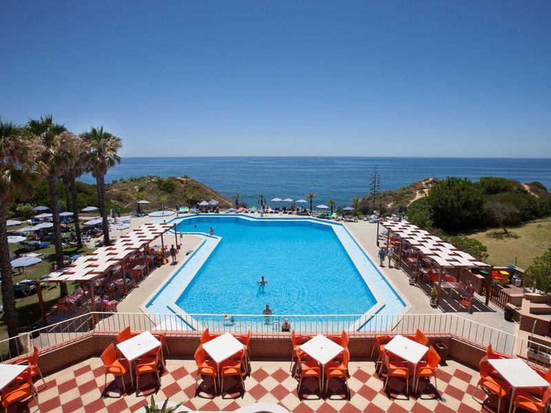 Auramar Beach Resort