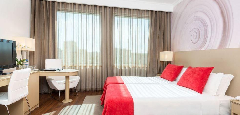 Tryp Lisboa Oriente Hotel 01