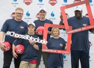 Presidente da Holland America Line, Orlando Ashford, se une à atriz Lauren Potter para o Desafio Unified Sports da Special Olympics