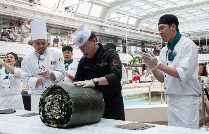Maior Rolo de Sushi em Alto Mar é criado pelo membro do Conselho de Culinária da Holland America Line e Mestre de Sushi Andy Matsuda a bordo do Koningsdam
