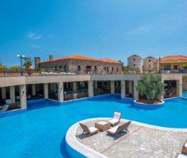 Varos Village Hotel & Residences