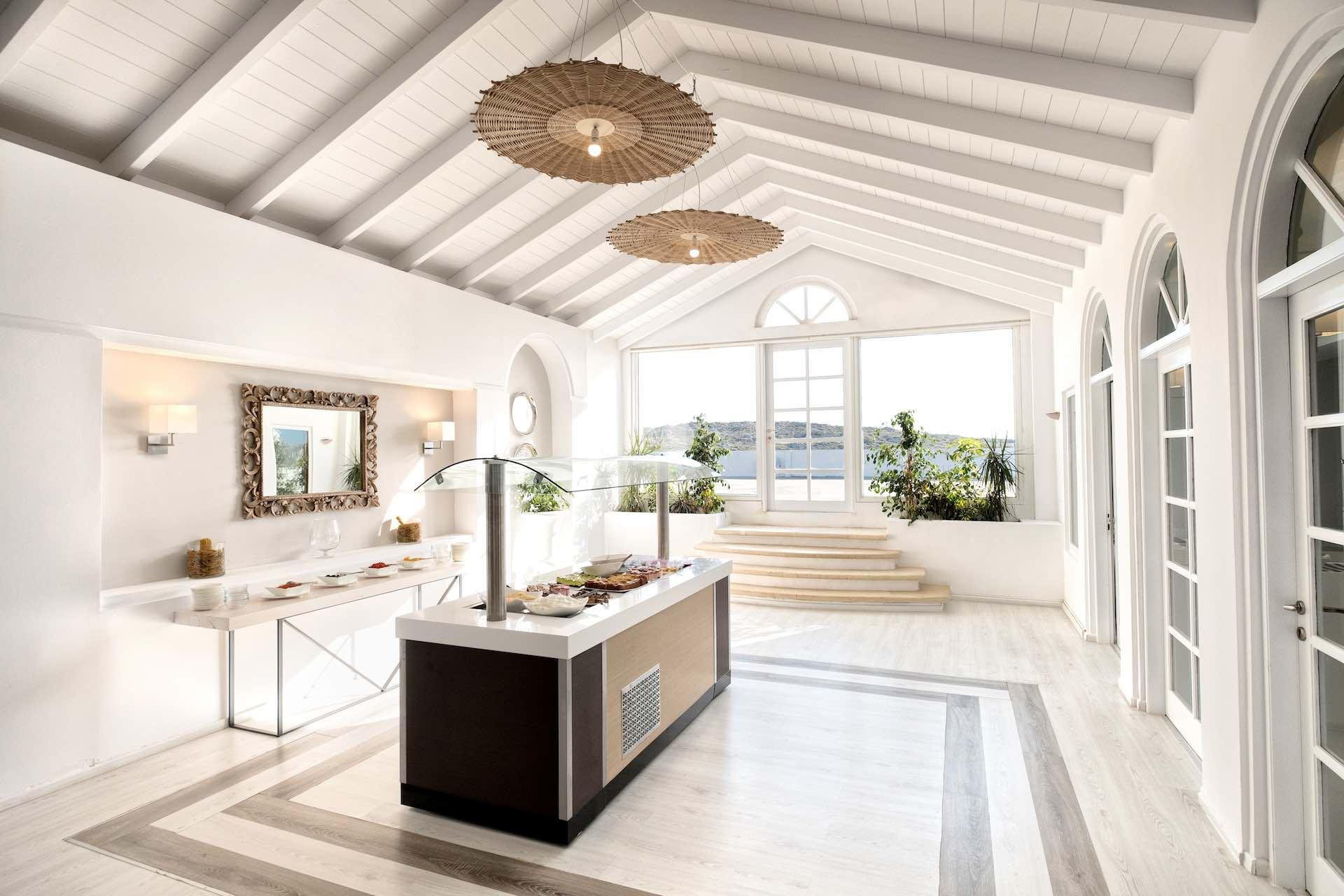 https://static.traveltek.net/uploaded/2019/6/1561464617_mr-mrs-white-crete-lounge-resort-spa07.jpg