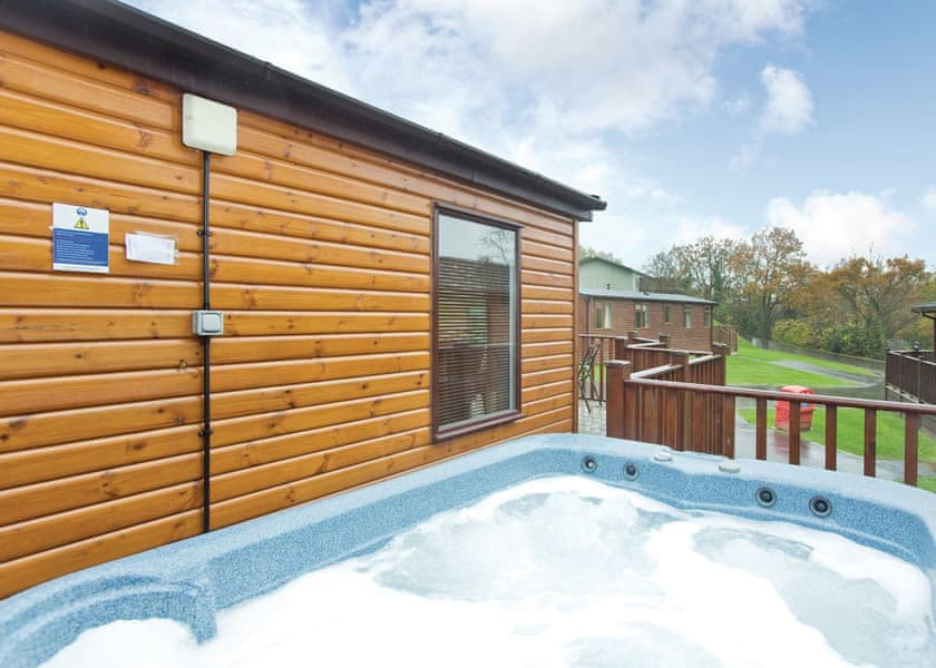 South Hot Tub Lodge Break