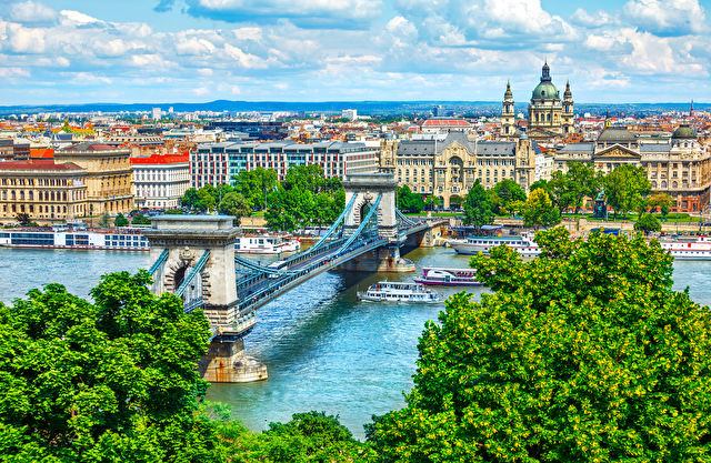 Cities & Scenery of the Historic Danube